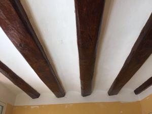 Refuerzo y restauración de vigas de madera. Barcelona