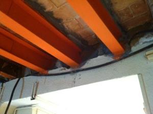 Sustitución de vigas de madera por perfiles metalicos IPN normalizados.