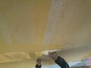 Aplicación de revestimiento monocapa en fachada posterior.