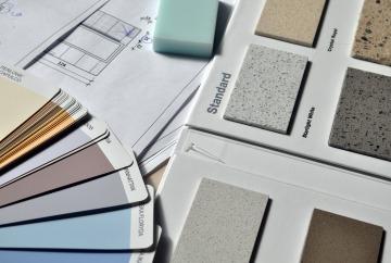 Muestras de pintura y materiales de reforma de interiores