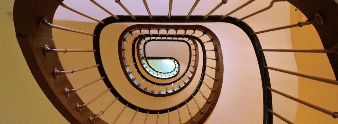 Imagen en perspectiva de la escalera circular de un edificio