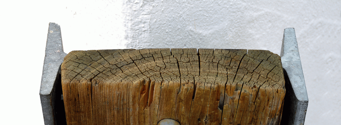 Viga de madera con refuerzo metálico